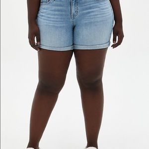 Torrid size 22w blue denim shorts.